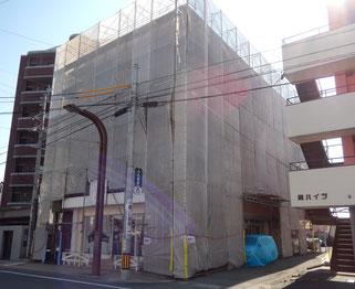 塗装工事期間中の駐車は裏へ