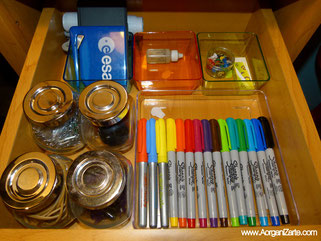 Organiza el material de escritorio . Aorganizarte
