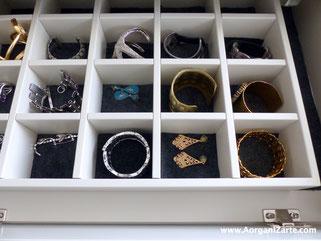 Coloca las pulseras de manera individual en compartimentos - AorganiZarte