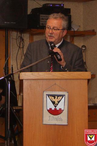 Landrat Josef Laumer lobte das ehrenamtliche Engagement der Falkenfelser Feuerwehrler