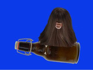 Haariges Etwas fliegt mit Bierflasche
