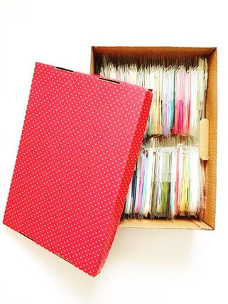 紙箱で、予備のペーパーを収納