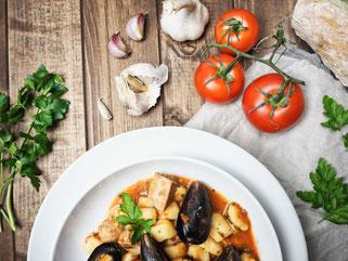Selbstgemachte Gnocchi mit Thunfisch und Muscheln
