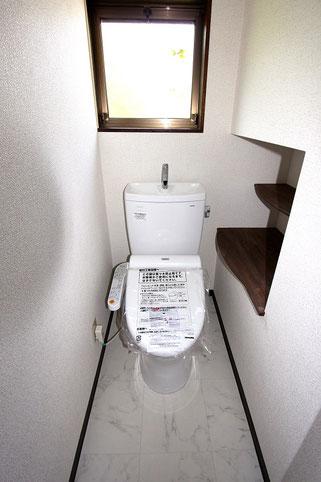 タイル張りのトイレからクロス貼りのトイレに