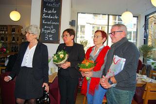 Heidi bedankt sich bei ihren Helfern. Heidi Wallner, Iris Geke, Magdalene Duffner und Jochen Geke (v.L.)