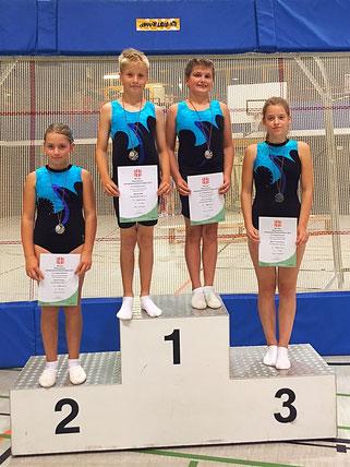 Marek, Fynn, Emely und Merle wurden für ihre tolle Leistung mit einer Medaille belohnt