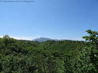 Grüne Berglandschaft am Schwarzen Meer