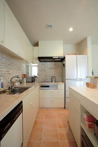 スッキリとしたキッチンで心も晴ればれ。億劫だった毎日の食事作りも楽しい時間に変わります。整理収納には生き方を変える力があります。