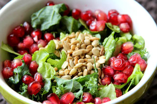 salad with pomegranate and sunflower seeds - by homemade nutrition - www.homemadenutrition.com