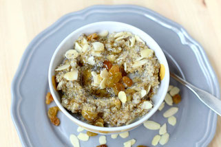 Overnight Almond-Chia Overnight Oats with Golden Rasisins
