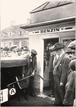 Eröffnung der ersten Tankstelle Österreichs am Jakominiplatz in Graz, 1924