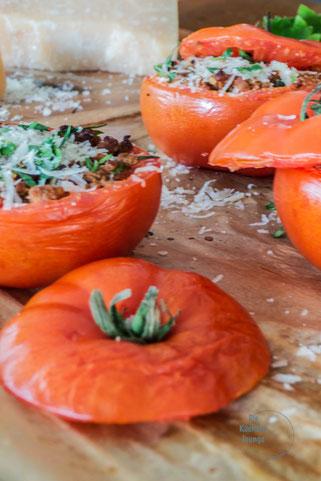 Sonnengereifte Tomaten mit Hackfleisch gefüllt