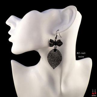 Boucles d'oreilles pendantes noeuds papillons et feuilles noires