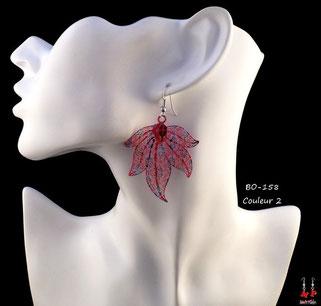 Boucles d'oreilles filigrane pendantes modèle feuilles multicouleurs
