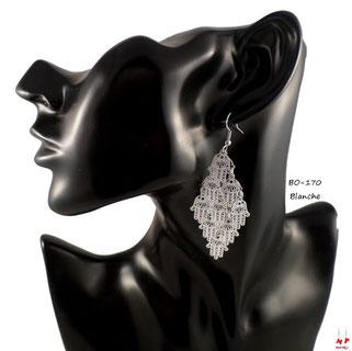 Boucles d'oreilles pendantes multi mains de Fatma blanches