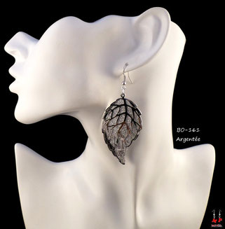 Boucles d'oreilles pendantes feuilles argentées et paillettes