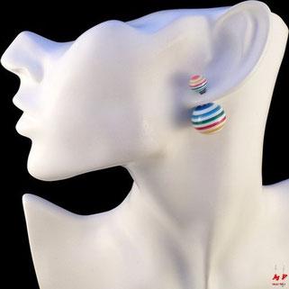 Boucles d'oreilles double perles blanches et couleurs rayées