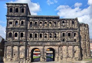 Trier Porta Nigra Moselkreuzfahrt Moselfahrt Pünderich Flusskreuzfahrt-Vergleich.de 2021