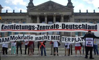 Berliner Mieter protestieren vor dem Bundestag