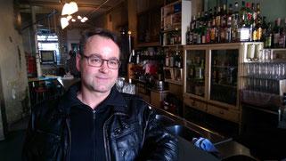 Gerd Fischer beim Dreh im Cafe Kosmos