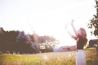 Wenn die Sonne von Oktober bis April schwächer zu uns durchkommt, macht es Sinn über eine Einnahme von Vitamin D nachzudenken.
