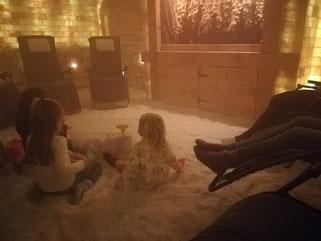 Entspannen mit Kindern in der Salzgrotte