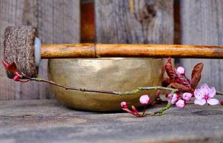 Musik & meditative Klänge machen Entspannung einfacher - besonders dann, wenn man gestresst ist! SALINUM Salzgrotte Hagen