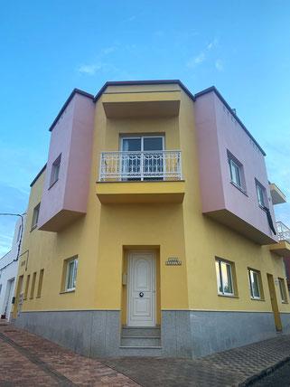 yellow house in El Cotillo