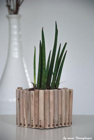 Milchtüten Upcycling: Holzblumentopf mit Branding