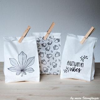 Herbstdeko: Papiertütenlichter aus Brottüten mit herbstlichen Motiven
