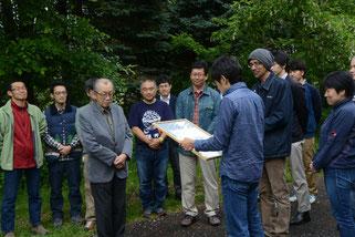表彰される北海道サーモン協会の木村代表