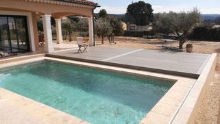 Terraza de piscina motorizada con AKIA System