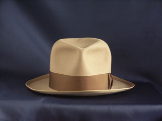 ROYAL STETSON  whippet light brown 1950's front view
