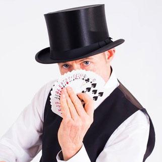 Zauberkünstler Zauberer Magic Oli Wonder begeistert, Heilbronn, Karlsruhe, Ludwigsburg, Pforzheim, Leonberg, Böblingen, Sindelfingen, Bietigheim-Bissingen