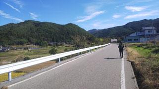 快晴のウォーキング日和。山がきれい!!