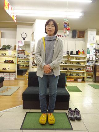 私が履くと木靴も上品でしょ!