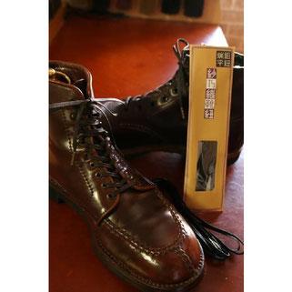 1足¥1,200(税別)と少々値が張りますが、使い心地抜群です。靴に高級感が出ます。お勧めします。