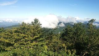 眼前には、雲に隠れた南木曾岳。