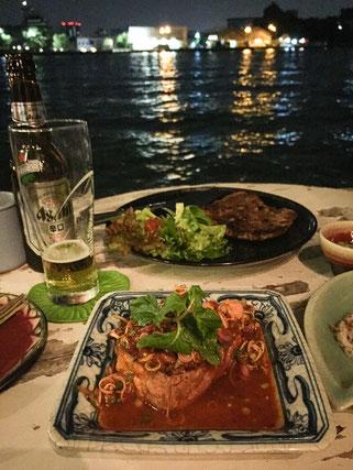 feines Thaisfood mit blick aufs wasser