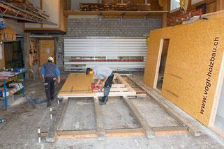 Zusammenbau von Holzelementen D. Vogt Holzbau GmbH Wangen SZ