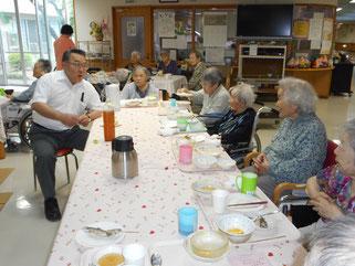 田中園長もご入所者と一緒に会食を楽しまれました