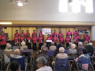 「故郷」をご利用者も一緒に歌いました
