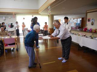 特別賞は、田中さんより表彰状を受け取りました