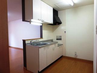 キッチンとリビングは一体感があり、広い空間です