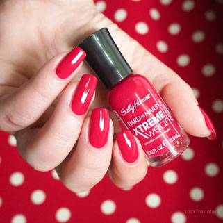 swatch Sally Hansen Cherry Red