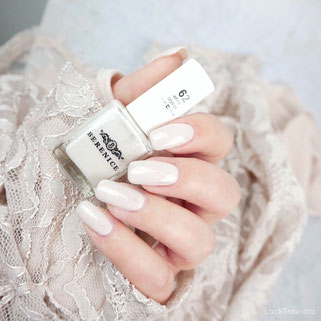 BERENICE • white crystal 62 • Oxygen Nail Lacquer