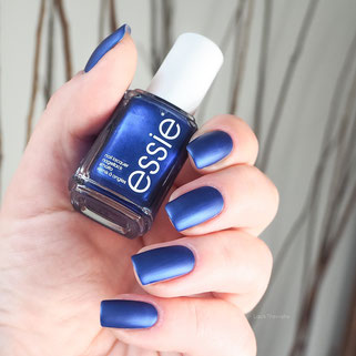 swatch essie aruba blue + matte Topcoat