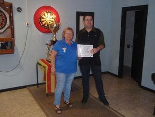 Pepi del Pozo, recogiendo el diploma que nos acredita como 4º clasificado