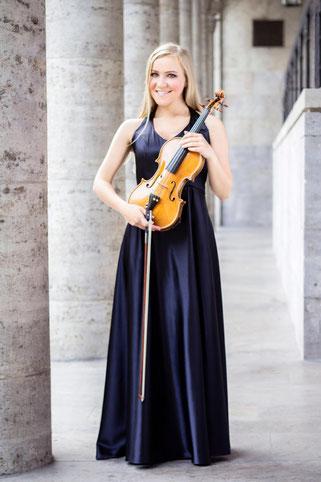 Jessica Grzenia - Violinistin Violine Geigerin Geiger Geige Violin Hochzeit Trauung Duisburg Düsseldorf NRW Dortmund Köln Bonn Koblenz Essen Musik Event LeeNorris