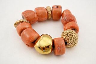 Armband aus Koralle und vergoldeter Keramik